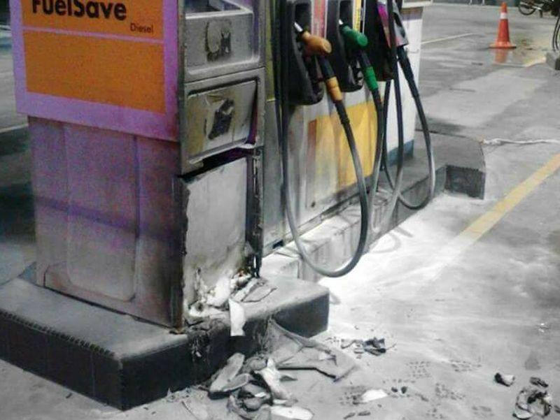 stesen minyak dibaling bom petrol