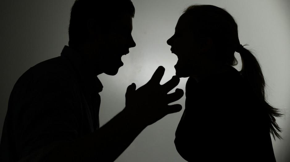 suami isteri bergaduh kerana sikap orang tua