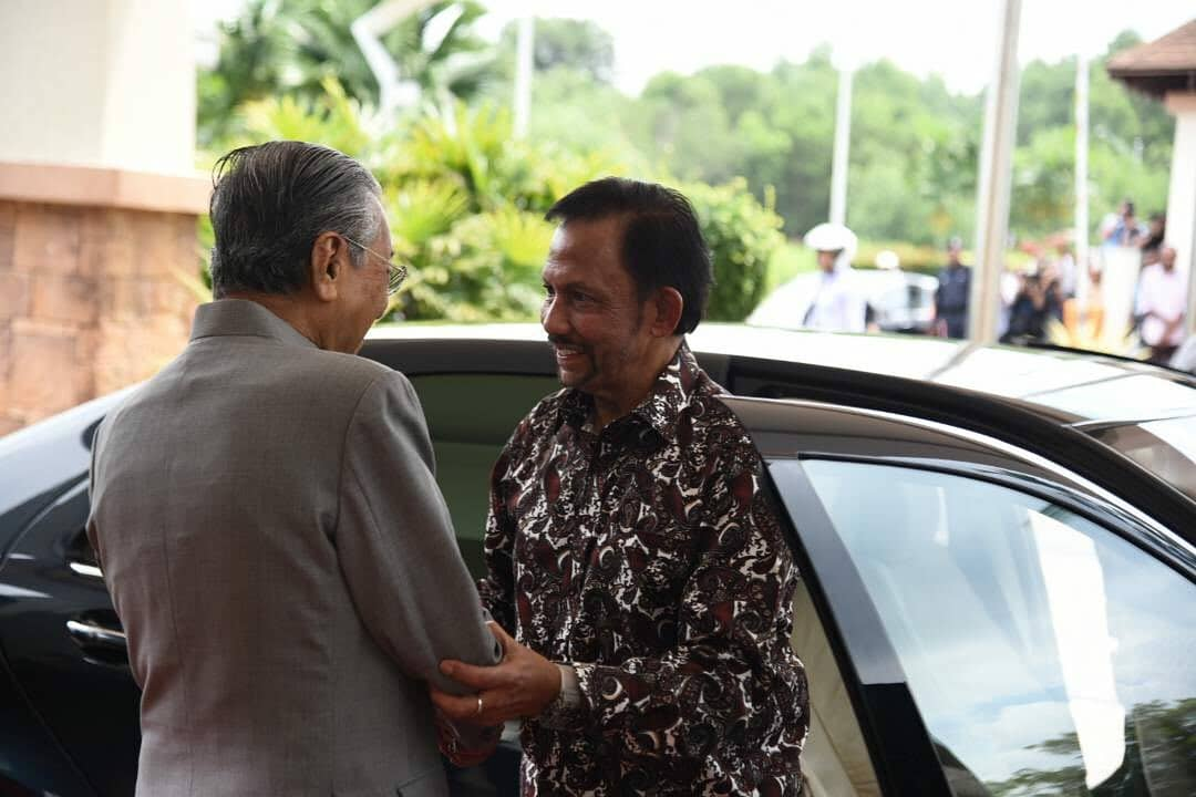 sultan brunei temui tun mahathir pandu sendiri kereta 1
