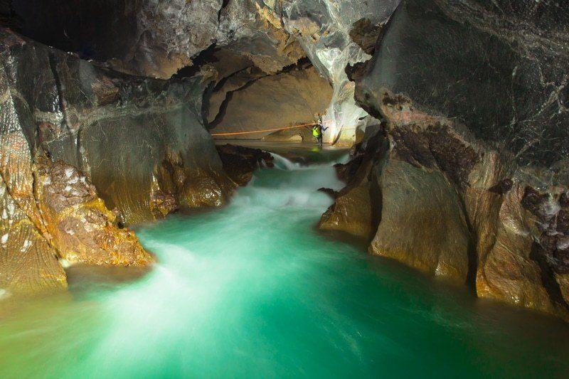 sungai bawah tanah gua hang son doong