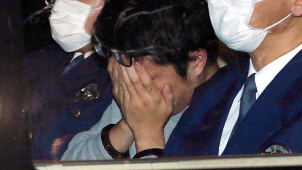 takahiro shiraishi tutup muka ketika ditangkap