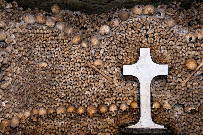 tanda salib pada kubur bawah tanah