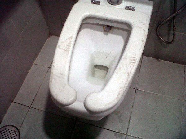 tandas jamban duduk cangkuk tapak kasut