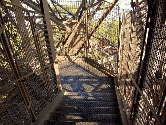 tangga eiffel tower