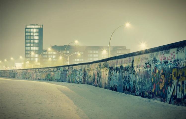tembok berlin kini terdapat di lokasi seluruh dunia