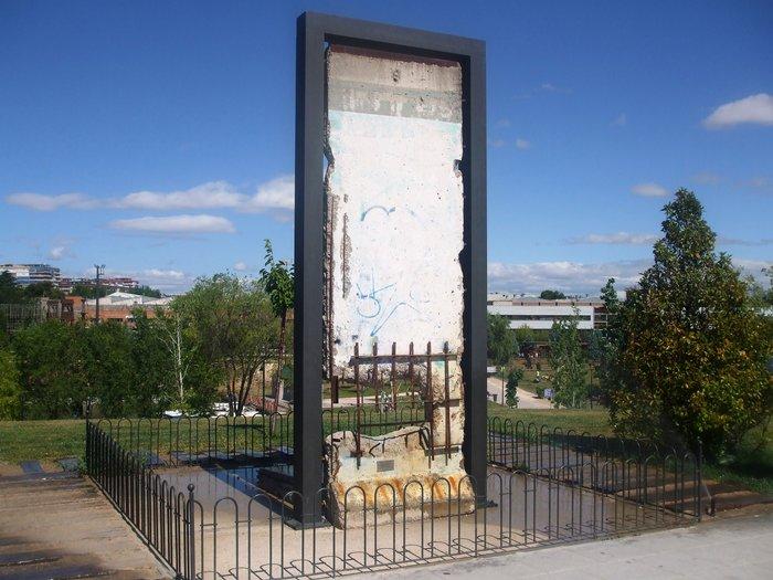 tembok berlin parque europa