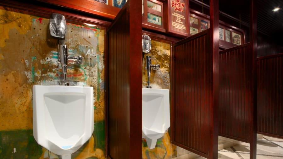 tembok berlin tandas lelaki kasino