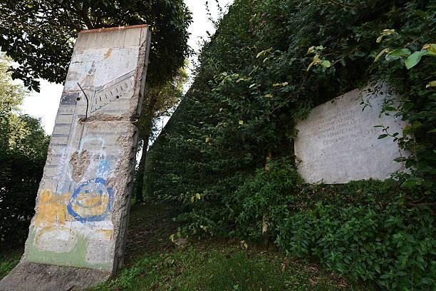 tembok berlin vatican city tempat paderi berehat dan bermeditasi 498
