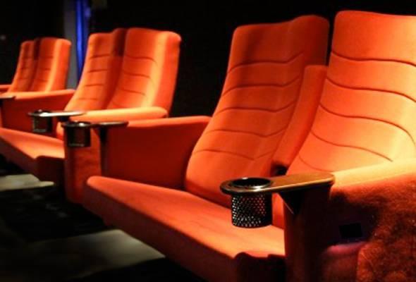 tempat duduk pasangan di panggung wayang