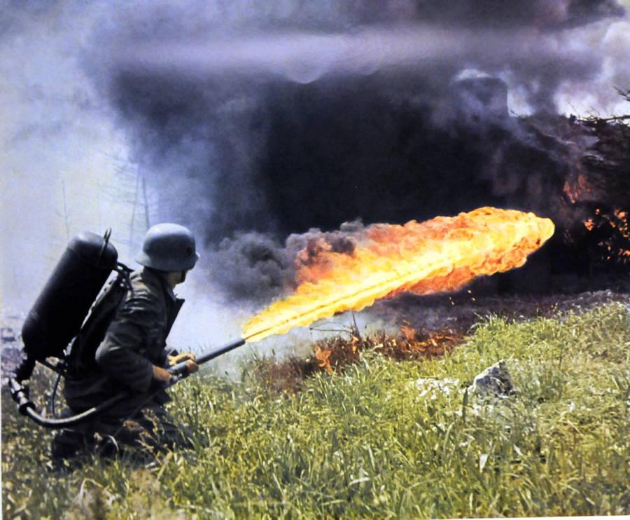 tentera jerman menyembur api