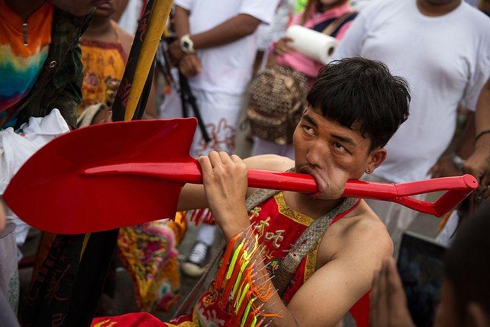 thailand vegetarian festival sambutan perayaan pelik