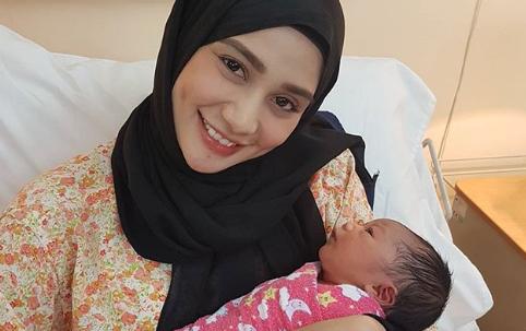 tiada berita kehamilan tiba tiba wawa zainal bersalin 1