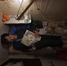 tidur di ruang yang sempit