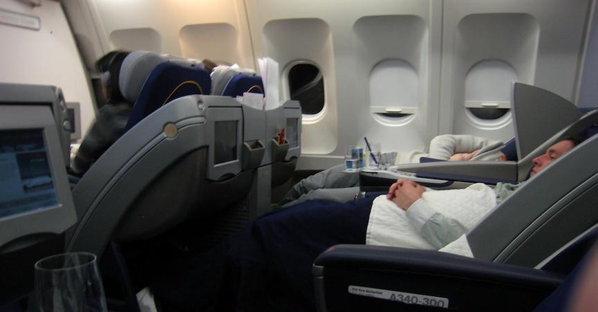 tidur sepanjang perjalanan pesawat