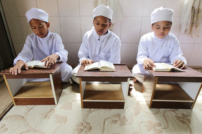 tiga orang kanak kanak tahfiz