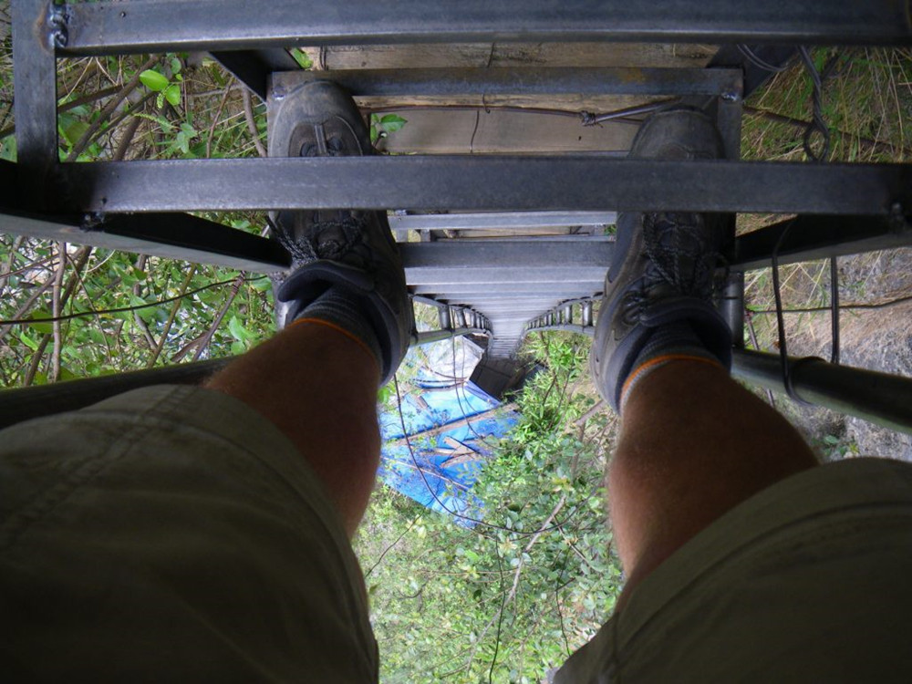 tiger leaping gorge jurang china tarikan outdoor ekstrem jangan pandang bawah