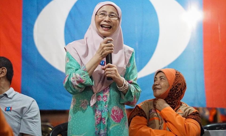 timbalan perdana menteri wan azizah hanya follow seorang selebriti sahaja 1
