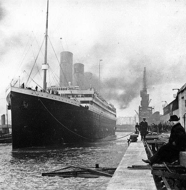 titanic staff wanita 626