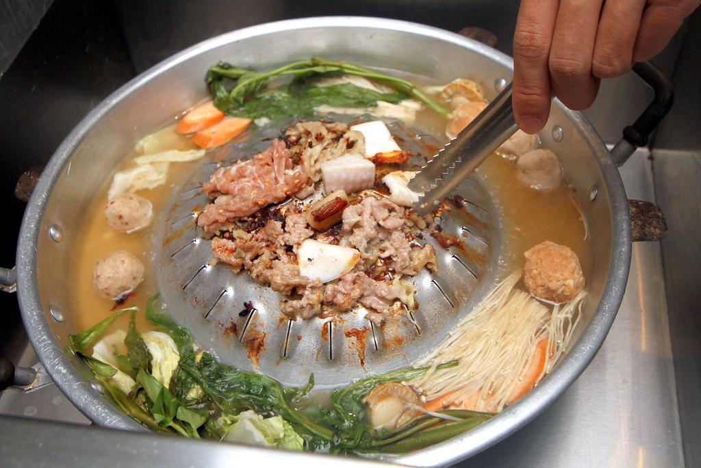 tomyam campur makanan laut dan darat