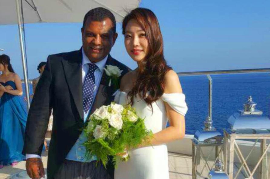 tony fernandes dan isteri korea bernama chloe