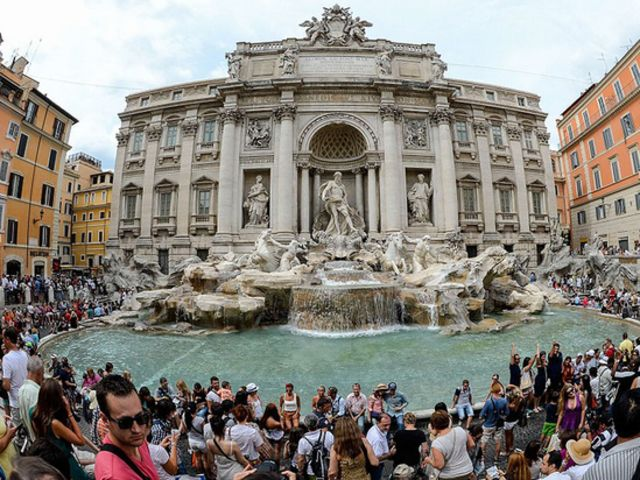 trevi fountain reality