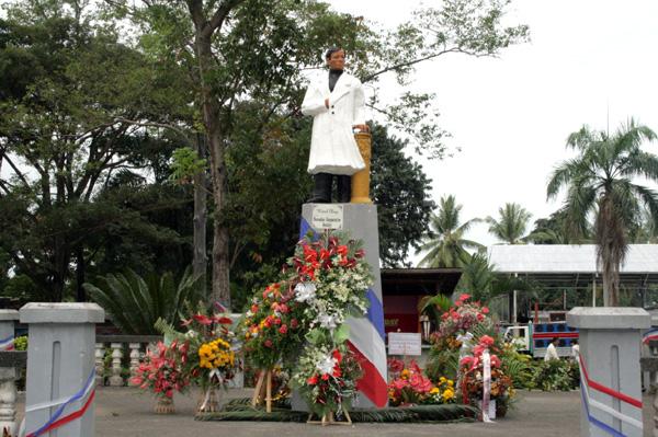 tugu monumen rizal filipina