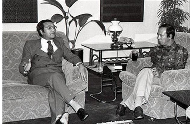 tun mahathir sejarah ringkas perdana menteri malaysia ketujuh 03