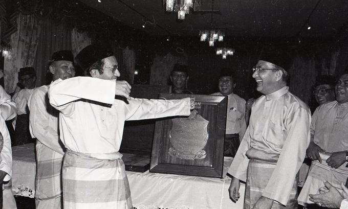 tun mahathir sejarah ringkas perdana menteri malaysia ketujuh 05