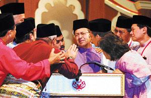 tun mahathir sejarah ringkas perdana menteri malaysia ketujuh 07
