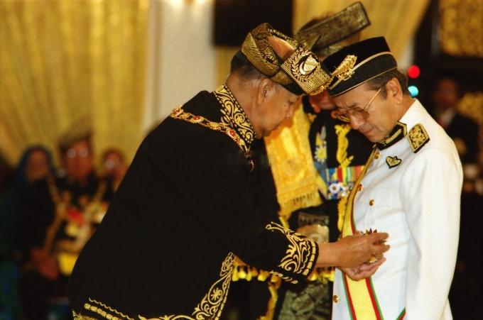 tun mahathir yang banyak berjasa kepada negara malaysia