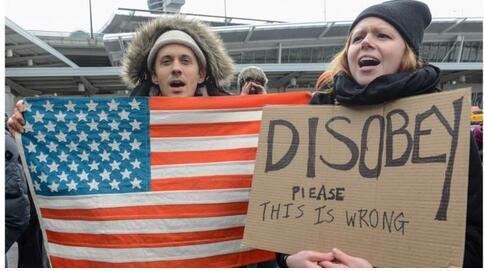 tunjuk perasaan bantah immigration ban trump