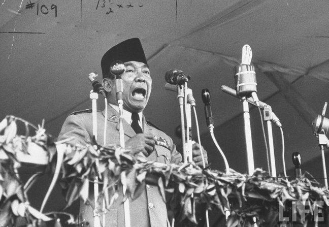 ucapan sukarno mengumumkan ganyang malaysia