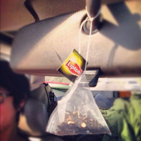 uncang teh gantung dalam kereta