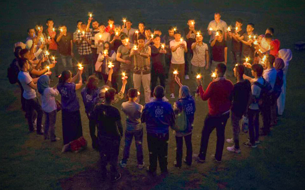 upacara menyalakan lilin vigil
