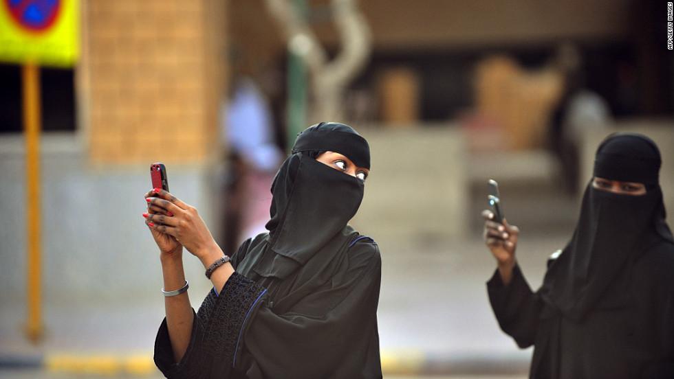 wanita arab saudi sms cerai