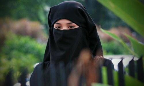 wanita dengan burka niqab 438