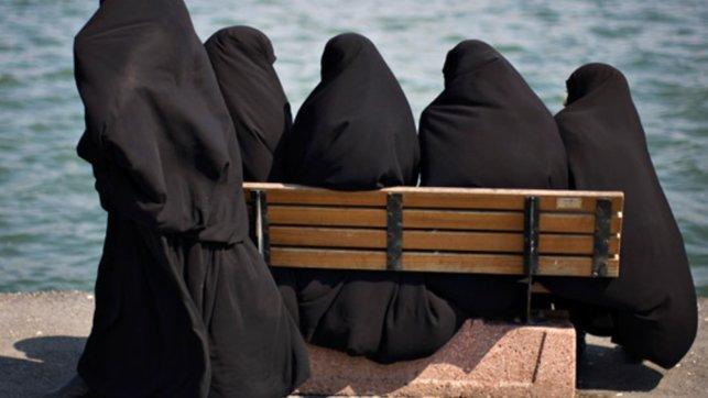 wanita muslimah berehat malaysia