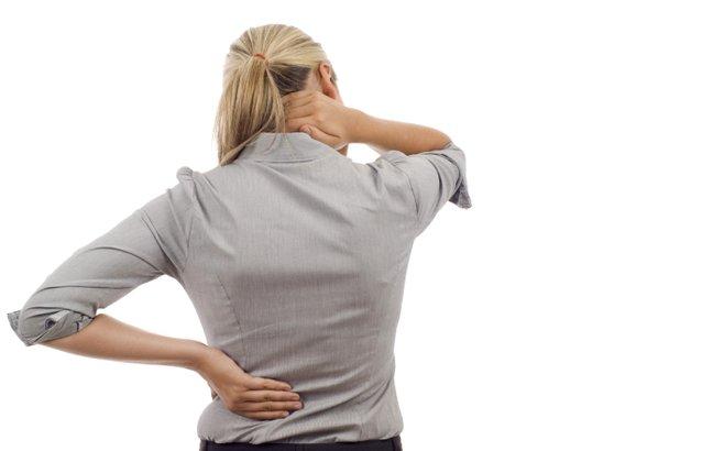 wanita sakit pinggang dan leher