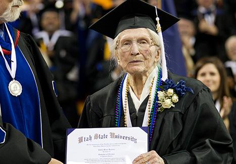 warga emas graduasi tamat pengajian konvokesyen 3
