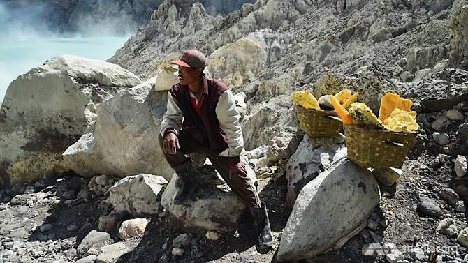 yatim berhenti berehat sebelum menyambung pendakiannya