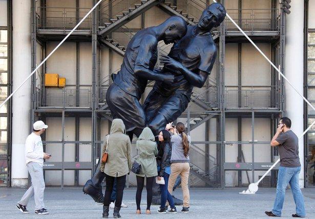 zidane statue selepas tanduk marco materazzi
