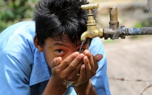 Betulkah Kencing Berwarna Gelap Menandakan Badan Kita Kurang Air?