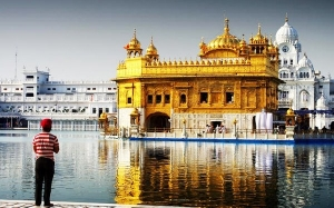 Golden Temple : Kuil Sikh Yang Disaluti 562 Kilogram Emas