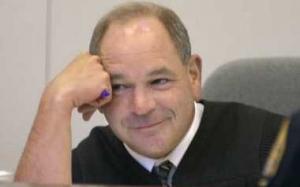 Hakim Ini Gemar Menjatuhkan Hukuman Pada Pesalah Dengan Cara Yang...