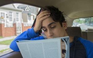 Kenapa rasa pening bila membaca dalam kereta?