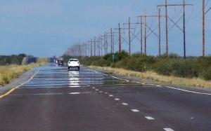 Sebab Mengapa Jalan Raya Kelihatan Berair Pada Hari Yang Panas