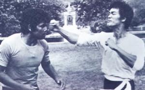 Inilah satu-satunya video perlawanan sebenar Bruce Lee dalam MMA